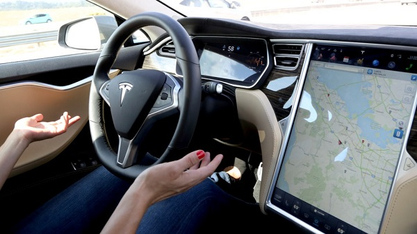 http://www.veb.it/wp-content/uploads/2017/01/Autopilot-Tesla-meno-incidenti-con-la-guida-autonoma.jpg
