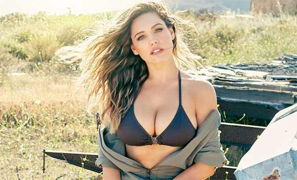 Kelly Brook nuda per il calendario 2016