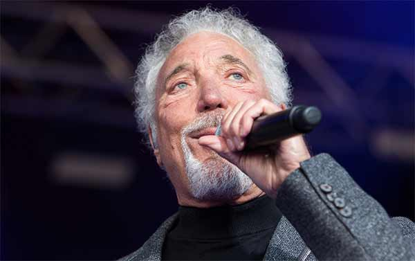Tom Jones commenti sui gay