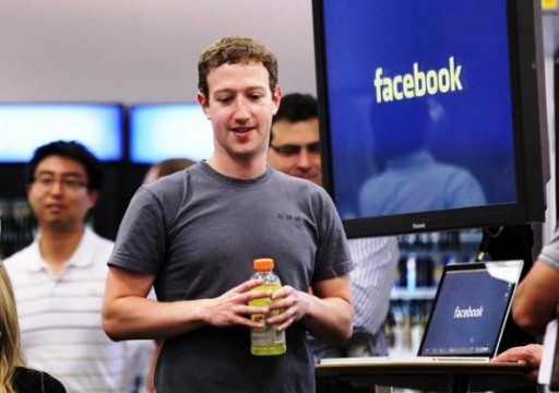 Facebook vola in Borsa: per Zuckerberg 2,5 mld in più