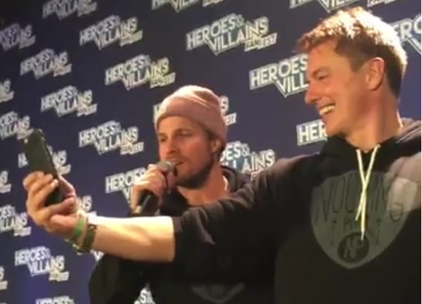 Heroes and Villains, Arrow e Merlin cantano insieme