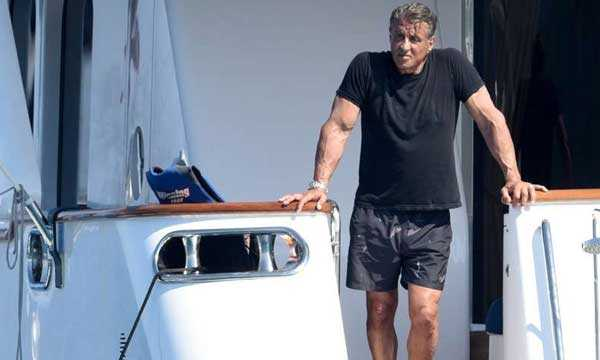 Sylvester-Stallone-sul-suo-yacht-a-StTropez