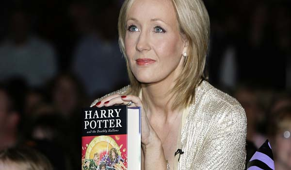 J K Rowling ultimo Harry Potter fa il botto