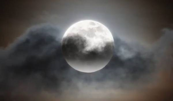 Superluna, fra nuvole e intemperie in gran parte del Paese