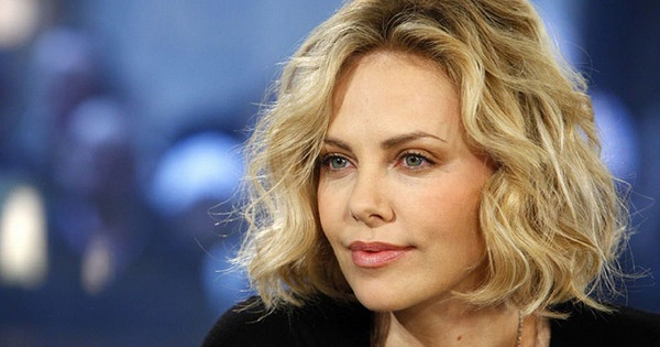 Incidente sul set: due denti rotti per Charlize Theron