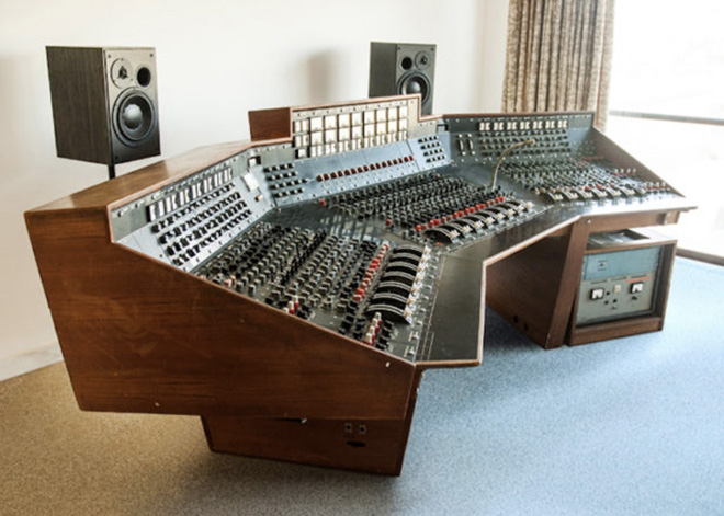 Pink Floyd mixer messo all'asta