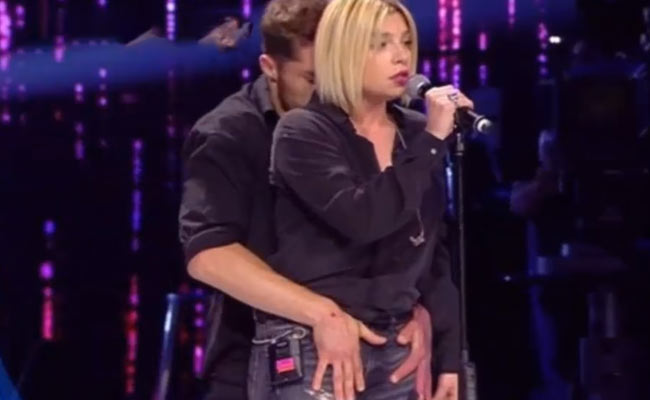 emma marrone scherzo hot amici