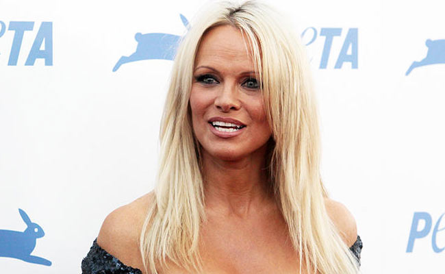 pamela anderson posa in intimo