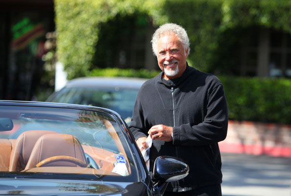 tom jones vende la villa di beverly hills