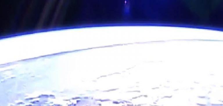 La ISS mostra una misteriosa linea che delimita la Terra