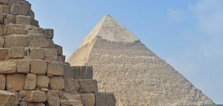 Piramide di Giza costruita da un Dio extraterrestre