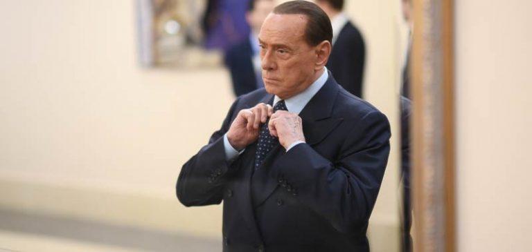 Silvio Berlusconi preannuncia la caduta del governo