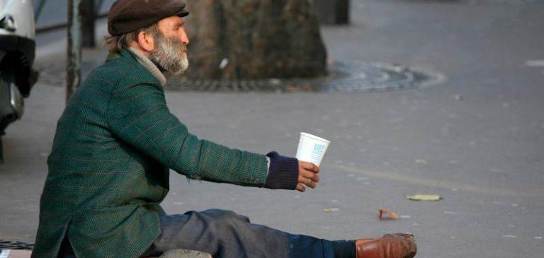 Venezia, fa la carità ma prima per gli italiani