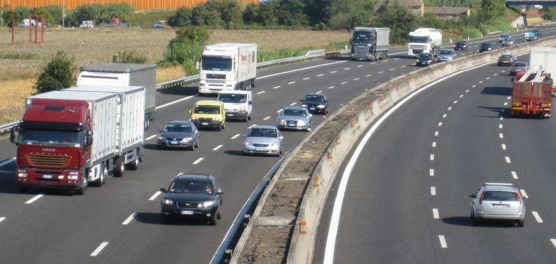 Autostrade ora possono circolare anche le moto leggere