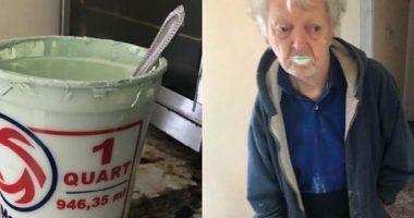 Beve mezzo barattolo di pittura scambiandolo per yogurt