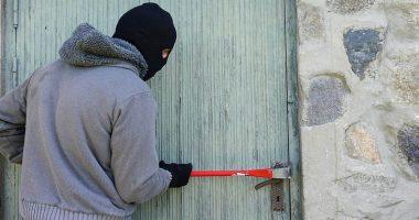 Furto in casa il ladro non ruba niente ma la pulisce