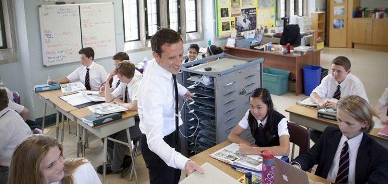 Macron: meno italiano nelle scuole francesi