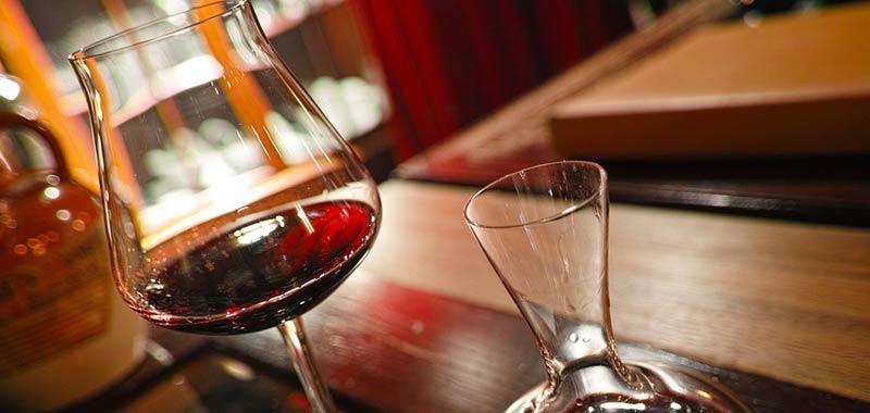 Manchester incredibile errore sul vino costa caro