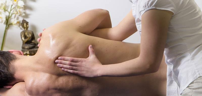 Ruba i soldi alla figlia per pagarsi un massaggio intimo
