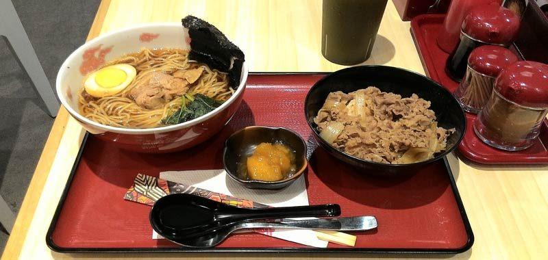 Trova un feto di topo nel cibo di un ristorante giapponese
