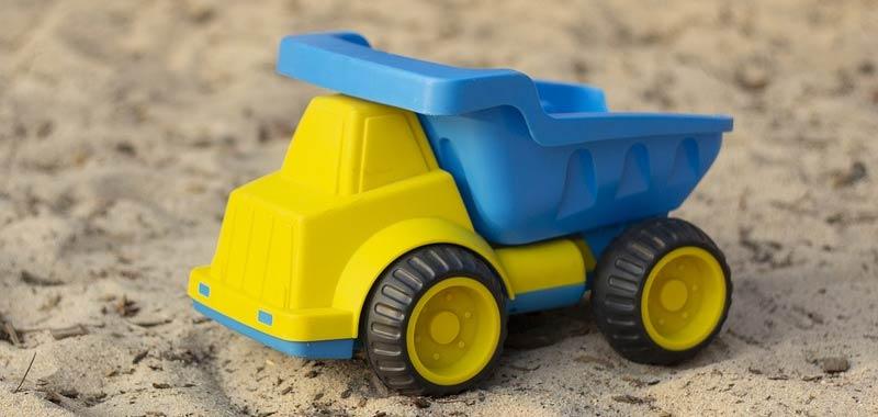 Arrestata guidava un camion giocattolo sulla strada pubblica