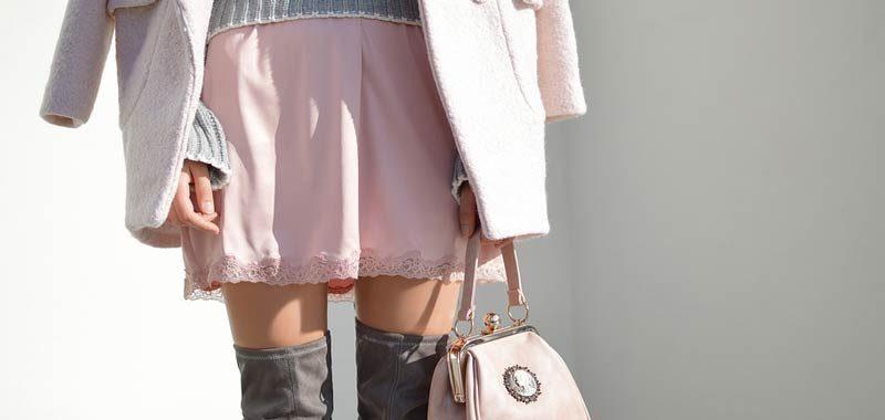 Azienda sotto accusa offrono bonus per far indossare gonne corte