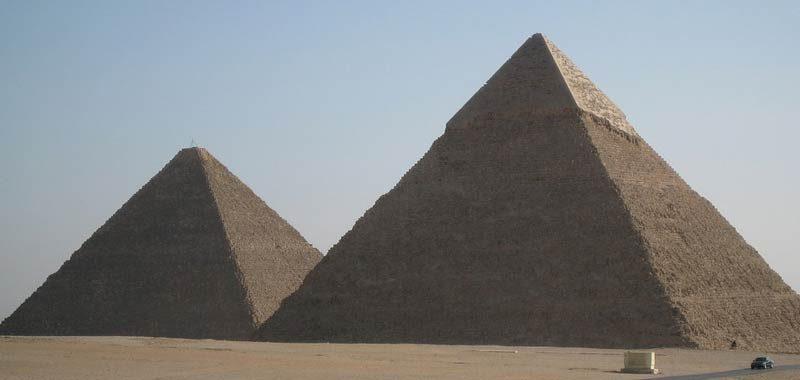 La piramide di Giza costruita su una collina anomala