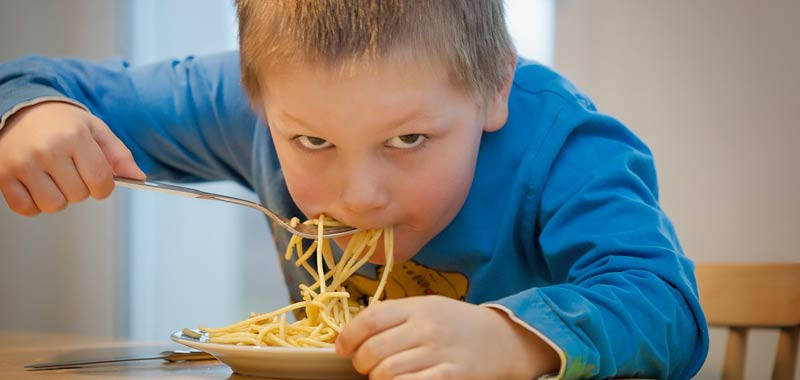 Mangiare spaghetti rende i bambini gay