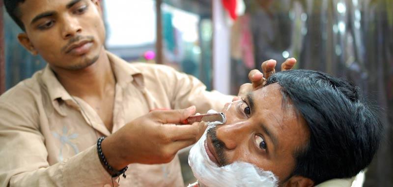 Ragazzine si fingono maschi per fare il barbiere e diventano famose