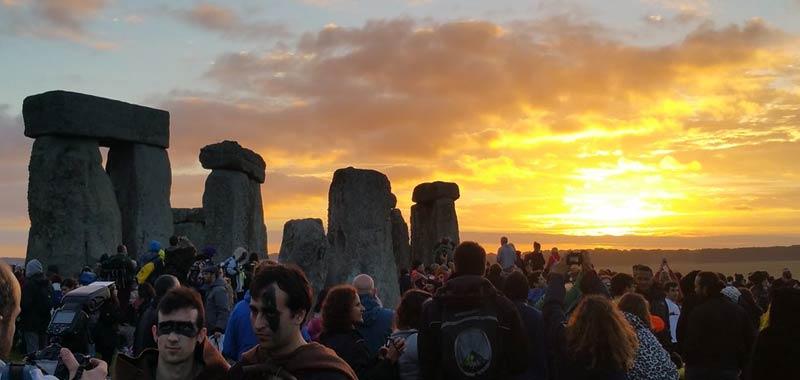 Stonehenge il solstizio destate rivela Fu costruita da esseri alieni