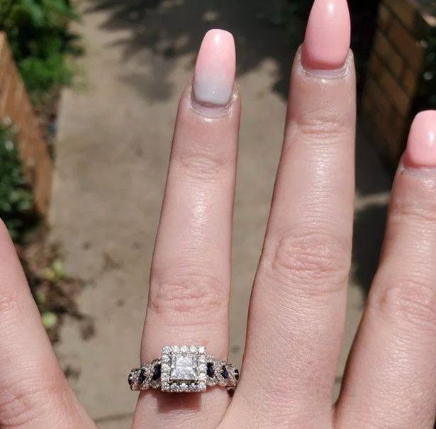anello fidanzamento unghie