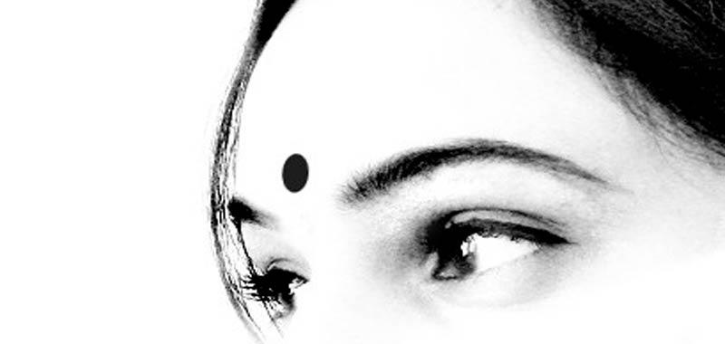 Bindi ecco cosa indica il punto rosso sulla fronte delle donne indiane