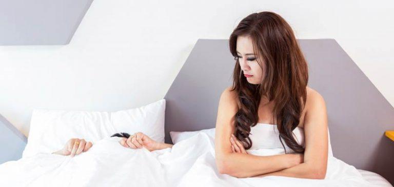 Le donne perdono tre ore di sonno a notte, colpa degli uomini