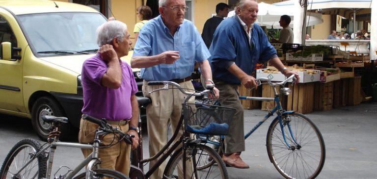 Beppe Grillo, se togliessimo il voto agli anziani?
