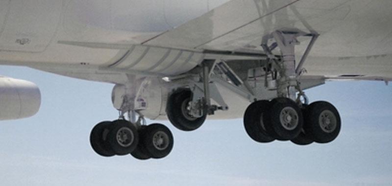 Guasto ai motori di un aereo i passeggeri si ubriacano