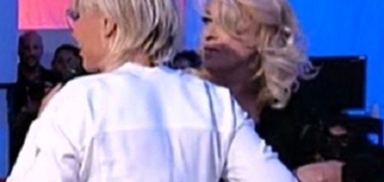Tina Cipollari attacca pesantemente Er Faina