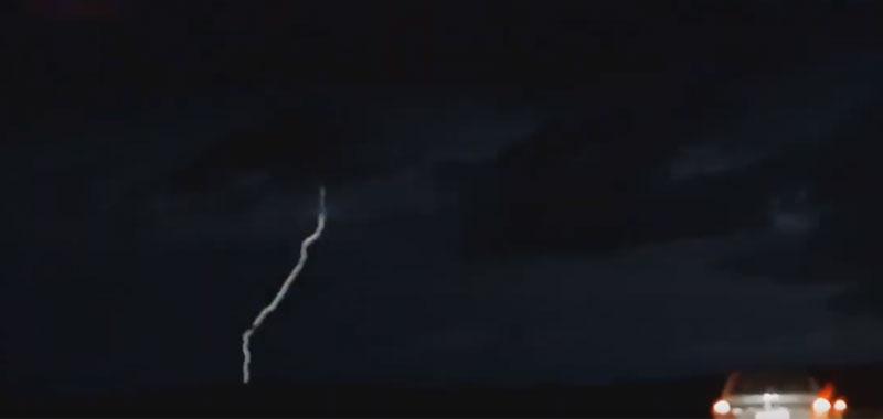 Altro strano fenomeno nei cieli durante un temporale