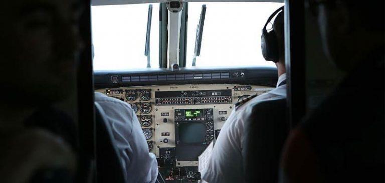 Piloa aereo muore durante il volo, interviene il co-pilota