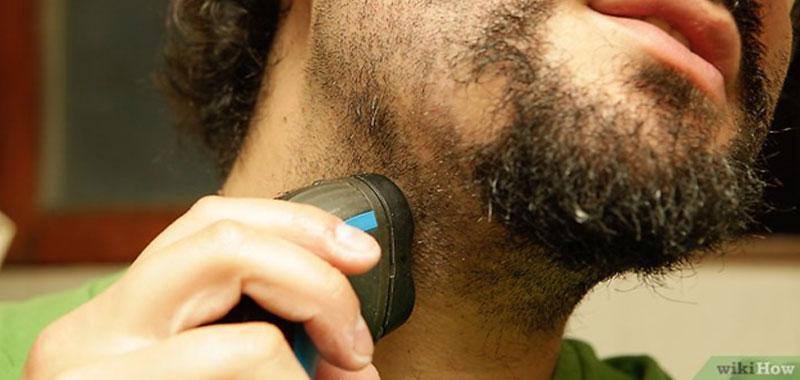 Tagliare la barba meglio lametta o rasoio elettrico