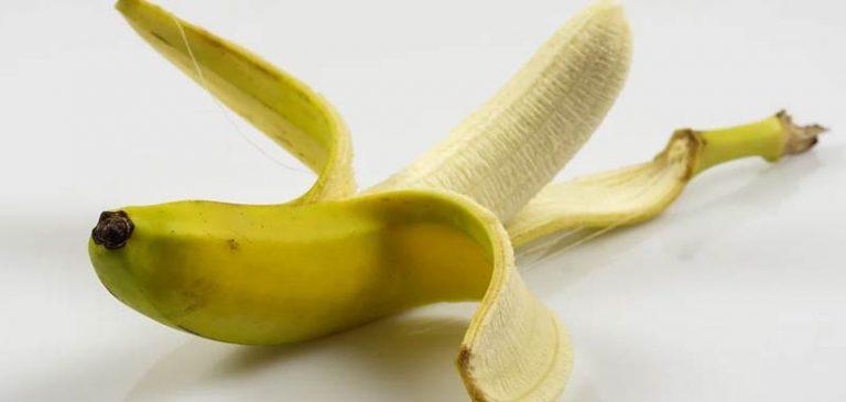 Vuoi dimagire e dormire meglio? Mangia la buccia di banana