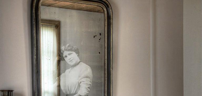 Specchi: perché si coprono in presenza di un morto?
