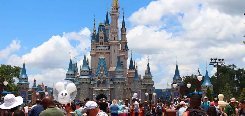 La sposa chiede agli invitati pagate il mio matrimonio a Disney World