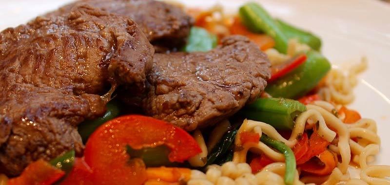 Catena di ristoranti presenta la bistecca vegana fatta con anguria