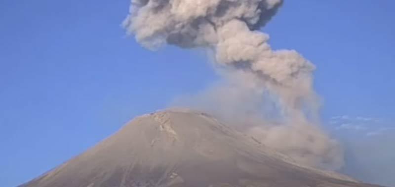 Messico Vulcano erutta sorvolato da un UFO