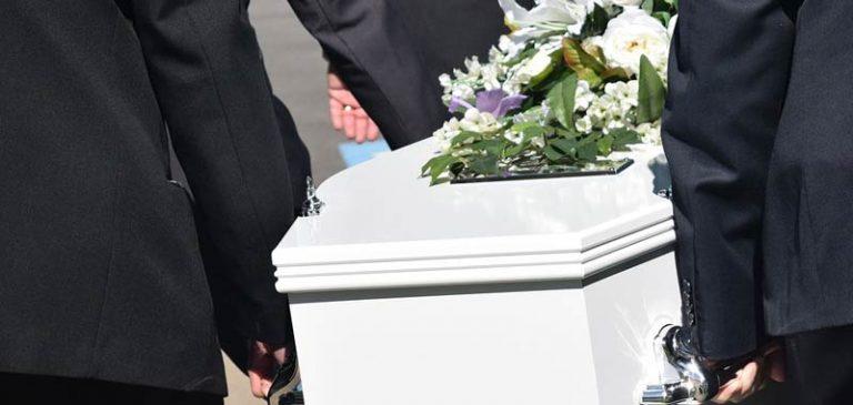 83 anni, si risveglia a 10 ore dalla morte