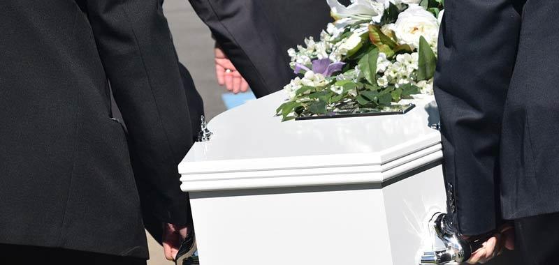 83 anni si risveglia a 10 ore dalla morte