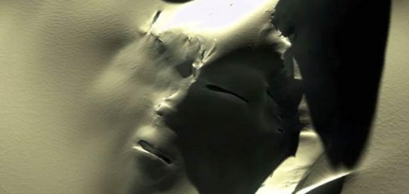 Alieni Scovato un misterioso volto sulle montagne in Antartide