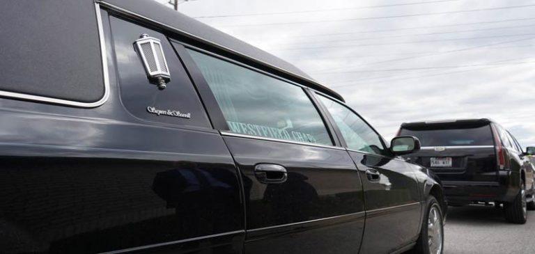 California: Ruba il carro funebre con la bara dentro