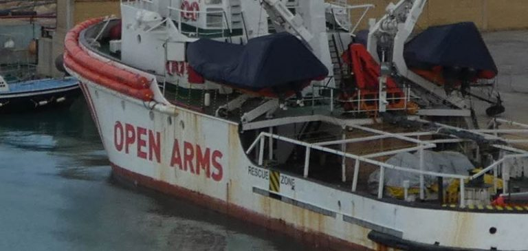 La Open Arms sbarcherà a Pozzallo coi 363 migranti a bordo