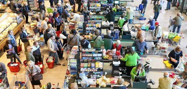 La psicosi da Coronavirus, gli italiani all'assalto dei supermercati